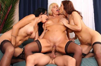 Cougar Sex Club tube
